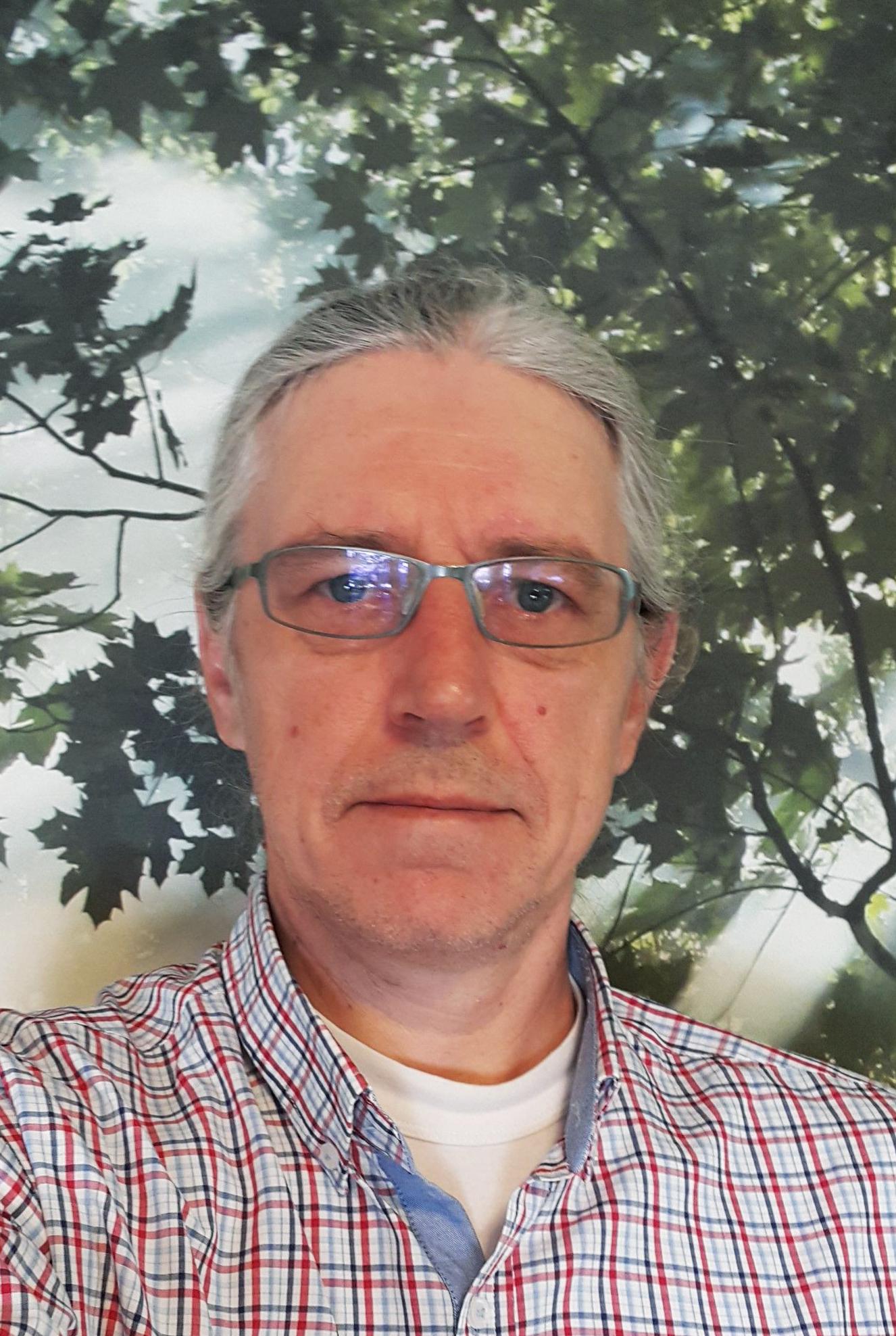 Patrik Karlsson v2-2_220x328